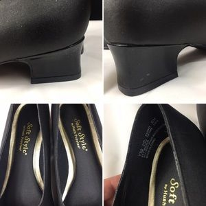 Vintage Shoes - Vintage Soft Style by Hush Puppies Black Pumps